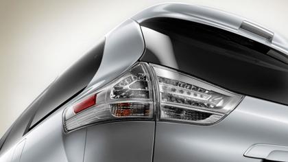 มาชม Toyota Sienna XLE โตโยต้า เซียนน่า เอ็กซ์เอลอี) สำหรับคนที่ต้องการรถครอบครัว