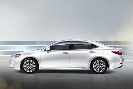 ค่าย Lexus เตรียมอวดโฉมรถรุ่น ES300 h Sedan Hybrid ใหม่ล่าสุด