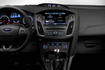 05ชมภาพของ Ford Focus 2015 กันบ้างว่าจะหรูและสวยงามเพียงไหน